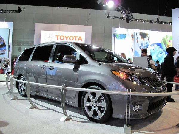 Toyota recalling 834000 Sienna minivans in North America