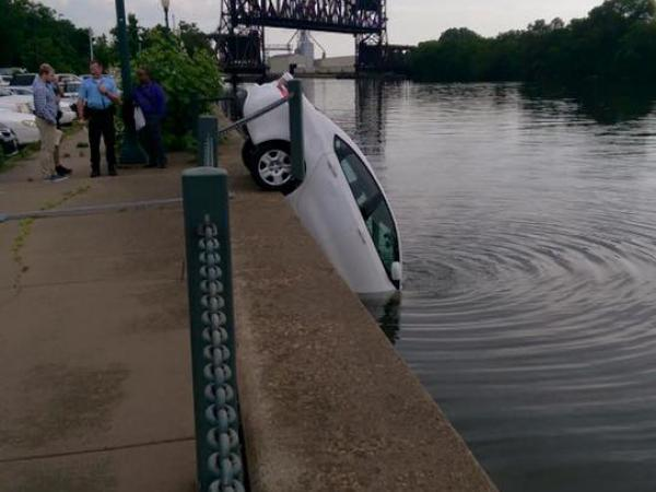 Remote starter causes car to drive into joliet canal for Department of motor vehicles joliet illinois