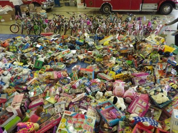 Christmas Toys For The Needy : Oswego fire once again collecting toys for needy families