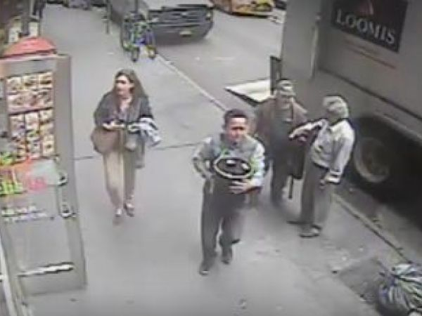 NYC cops: Gold flakes thief believed hiding in Los Angeles