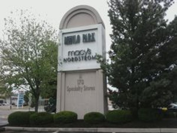 The Menlo Park Mall is located in Edison, New Jersey (NJ). With an area of about 1,,square-foot (, m²), it is almost as big as the Jersey Gardens Mall and for sure belongs to the top 5 of outlets in .