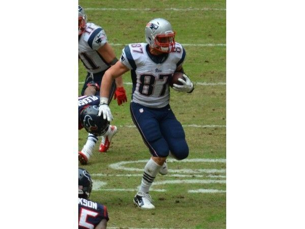 Rob Gronkowski has punctured lung, could miss just one game