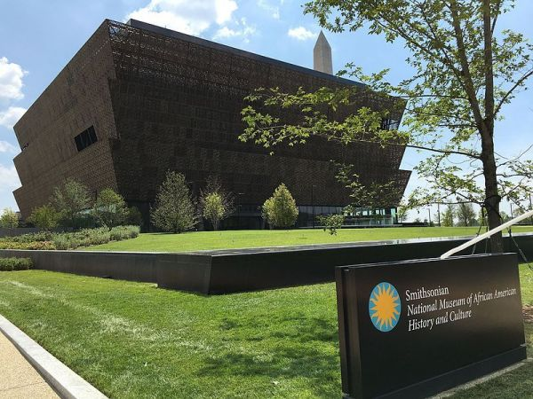 Obama opens first African-American history museum in US