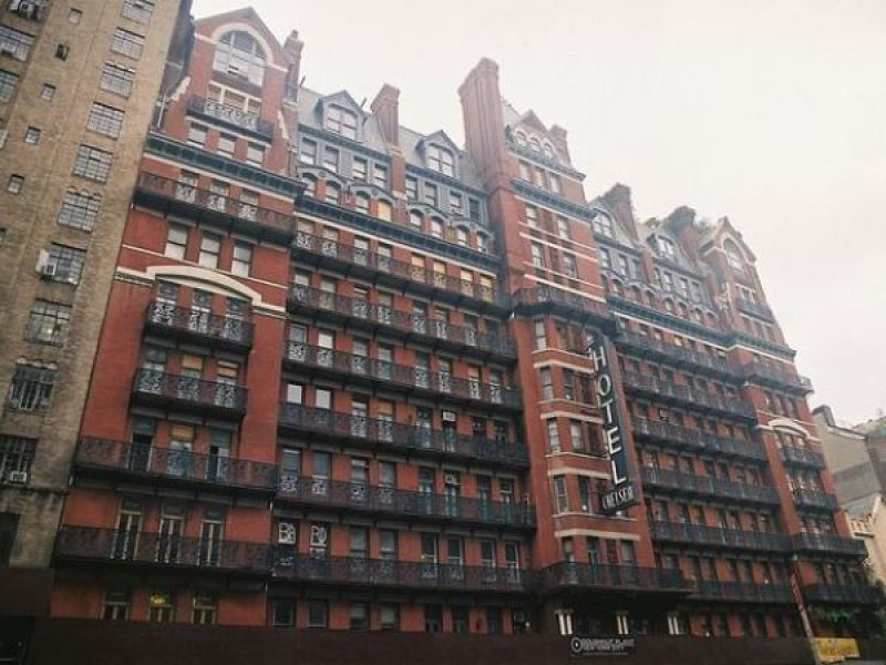 leonard cohen is dead and the chelsea hotel doesn 39 t feel. Black Bedroom Furniture Sets. Home Design Ideas