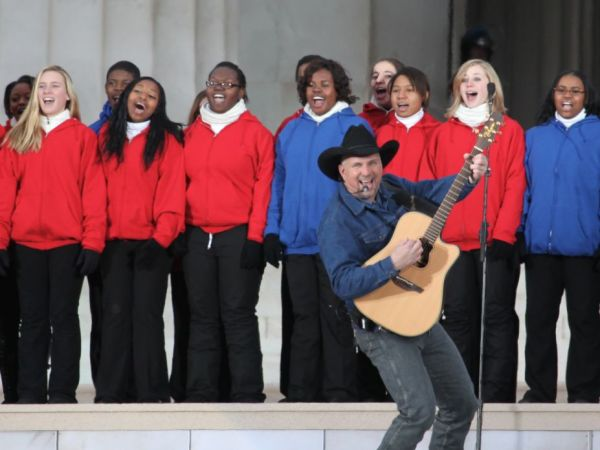 Garth Brooks to Play Free Concert at Ascend Amphitheater October 24