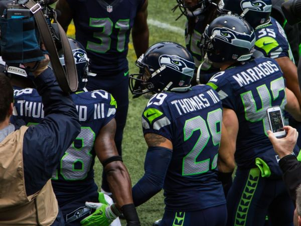 Thomas Rawls' Resurgence Gives Seahawks Familiar Feel of Playoff Juggernaut