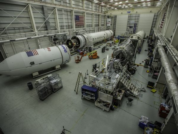 Bad cable delays shipper rocket launch from Virginia