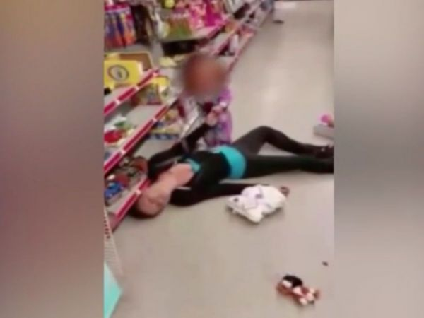 Mom Charged After Overdosing While Shopping With Toddler