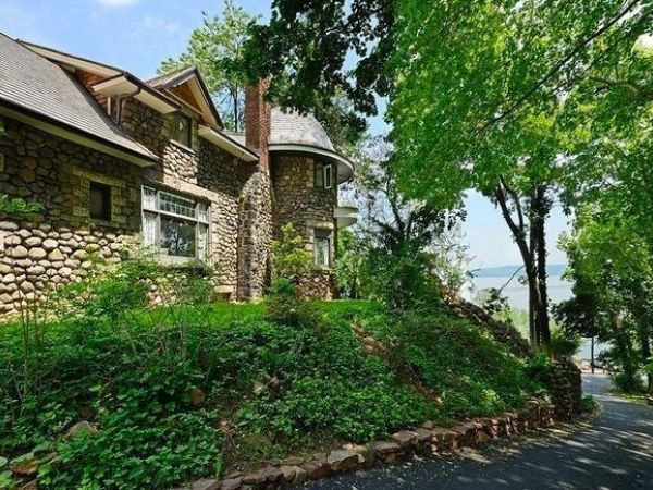 From scarsdale to rhinebeck homes that make you say 39 wow for Tiny house for sale hudson valley