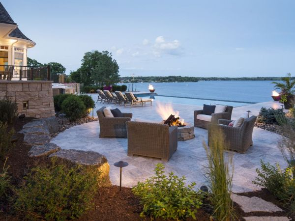 Wayzata home on lake minnetonka wins award for landscape for Lake home landscape design