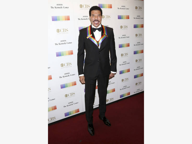 Wildfires Force Lionel Richie To Cancel Wednesday Night LV Show ...