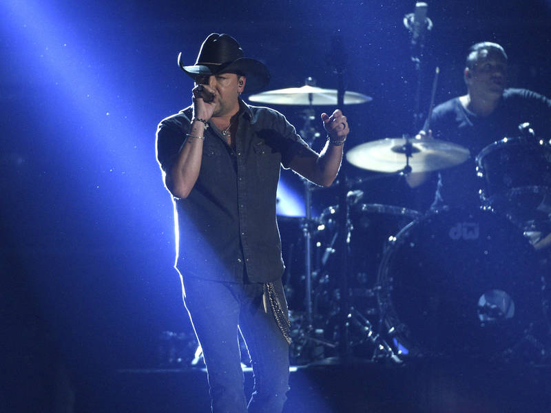 Jason aldean country singer on stage in las vegas for Jason aldean concert las vegas shooting