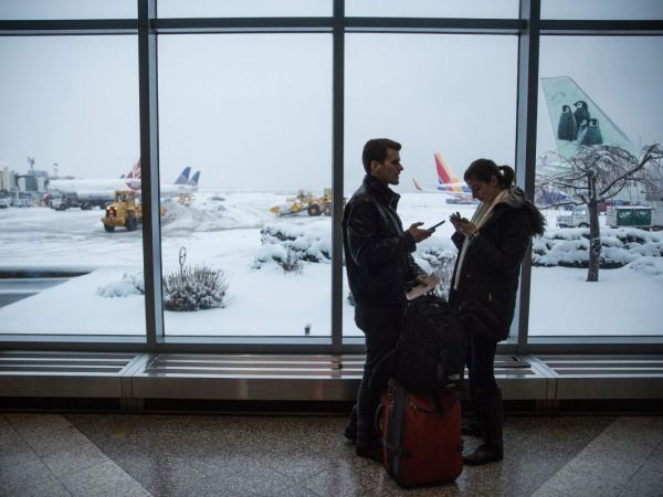 Airlines cancel more than 1500 flights ahead of late winter storm