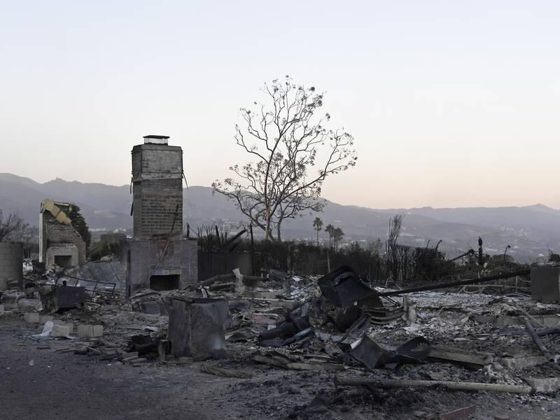 woolsey fire burns 83 of santa monica mountains parkland agoura
