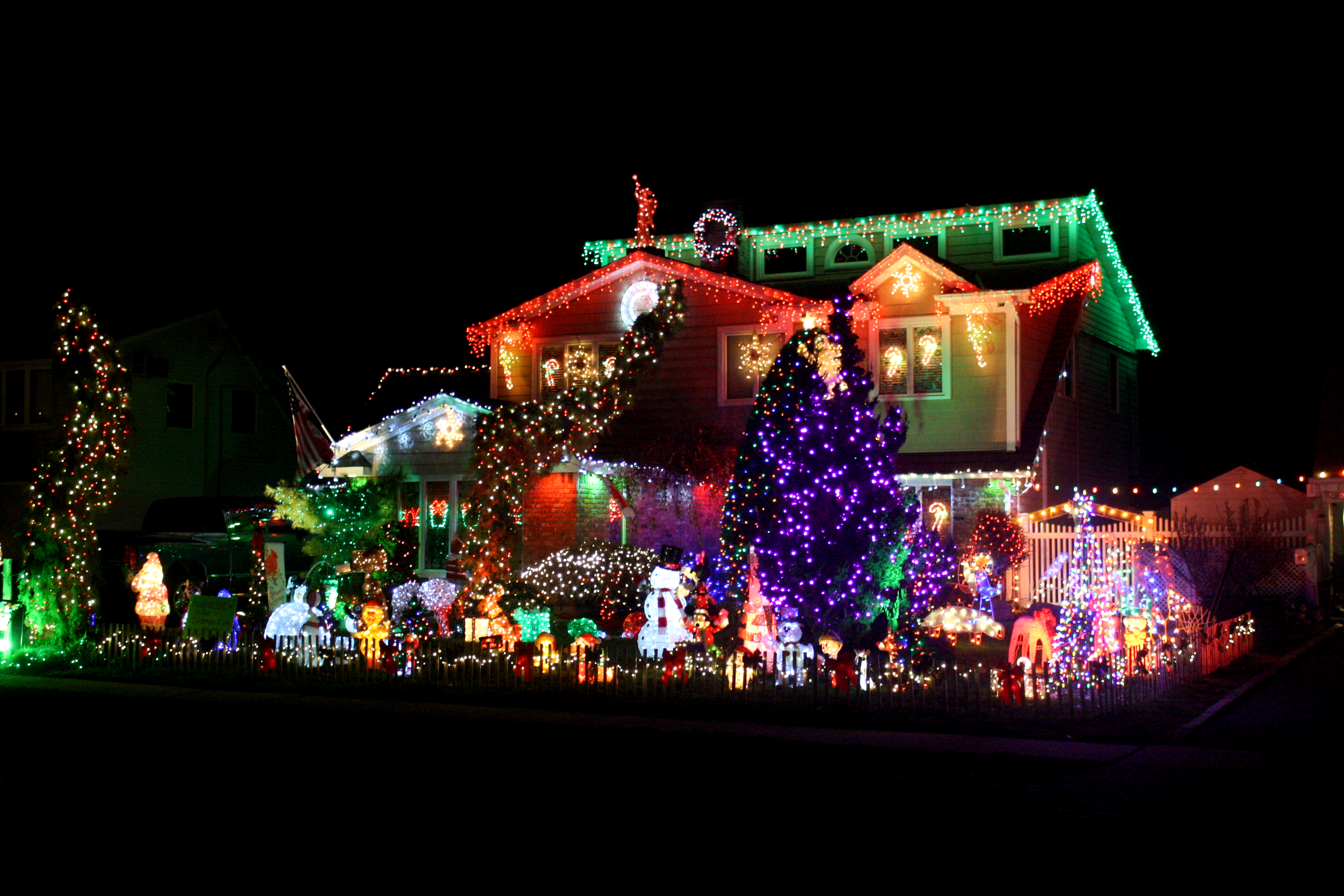 According To Newsday The Engels Have Been Growing Their Light Display For Years House Is A Common Stop On Holiday Tours In Nau County