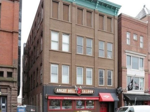 Underage drinker dies from fall from Hartford bar's roof