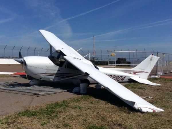 Small plane crashes at Albert Whitted Airport