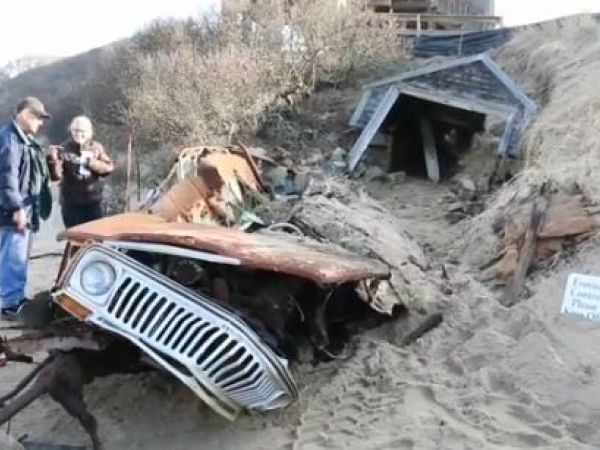 Jeep buried in sand dune for 40 years unearthed