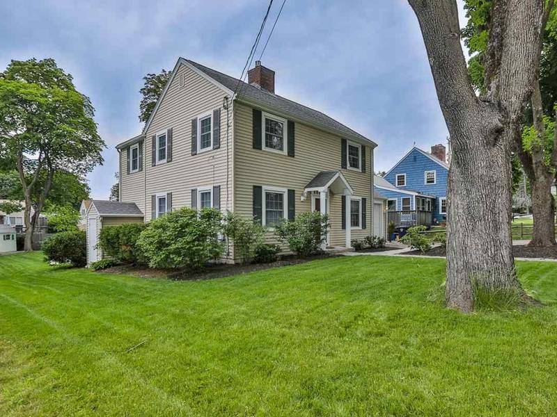 340k Nashua North End Colonial With Deck Hot Tub 0