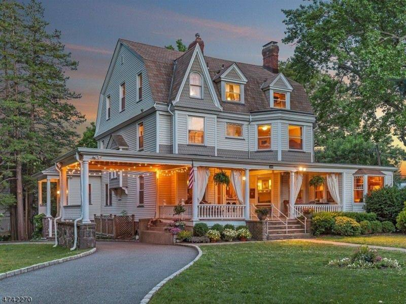 20 spectacular victorian homes on the market in nj for Nj house builders