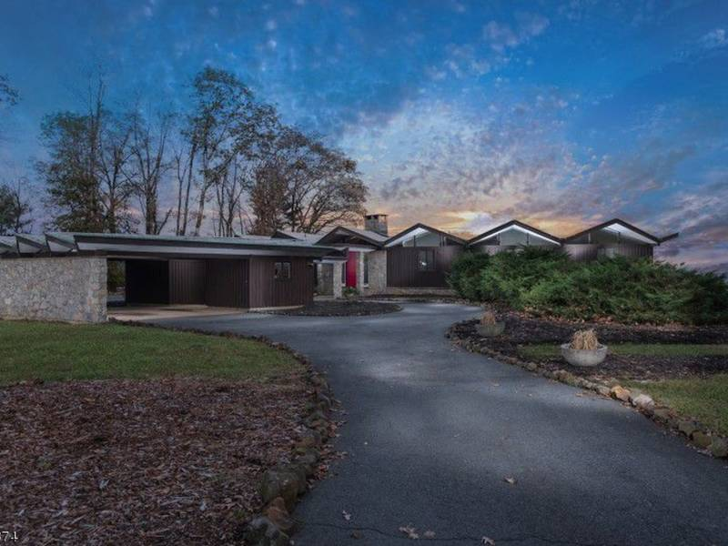10 Fabulous Mid Century Modern Homes In NJ That Are For Sale