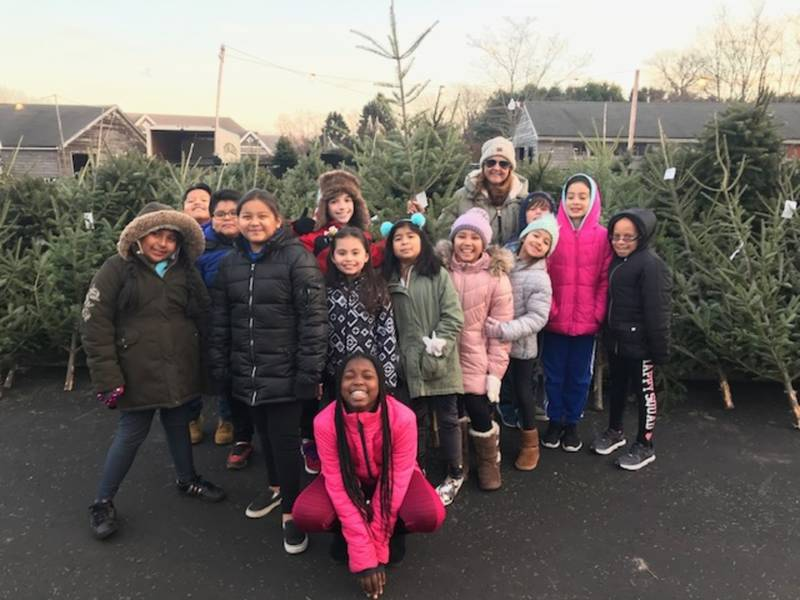 Elementary School Garden Club Visits Business For Holiday Fun