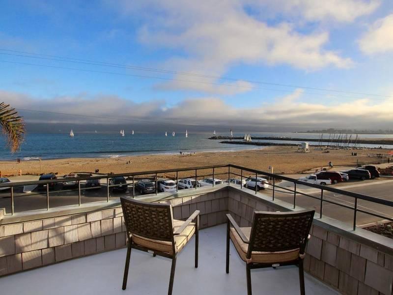 Stunning Santa Cruz Beach House Offers Breathtaking Ocean View 0