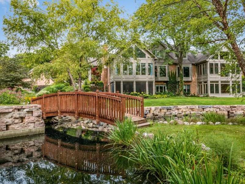 Single Family Homes For Sale in St. Charles, Illinois - January 2016