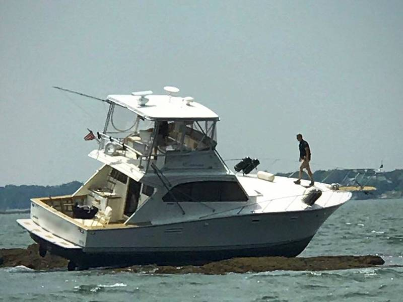Greenwich Boater Gets Stuck On A Rock Off Mead Point Police
