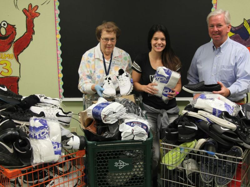 Oakland Raiders Wives Donate Shoes And Socks To Needy