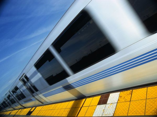 Power line falls across BART track in West Oakland causing major delays