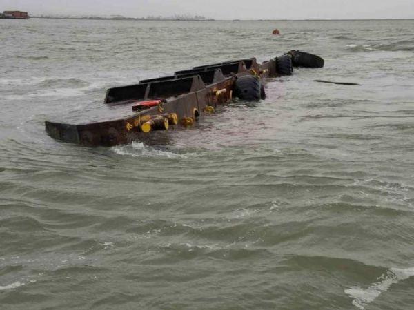 Divers Plug Oil Leak on Sunken Barge In San Francisco Bay