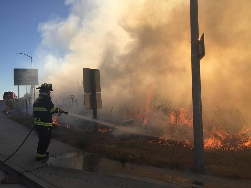 Superieur ... Vegetation Fire In San Leandro Caused By Car Fire 0 ...