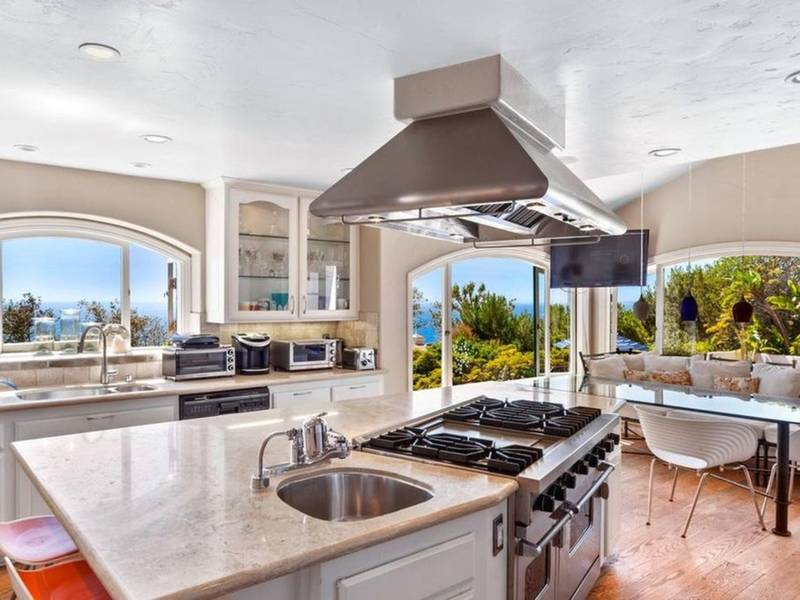 ... Malibu Dream Home Includes Sweeping Views, Gourmet Kitchen 0 ...