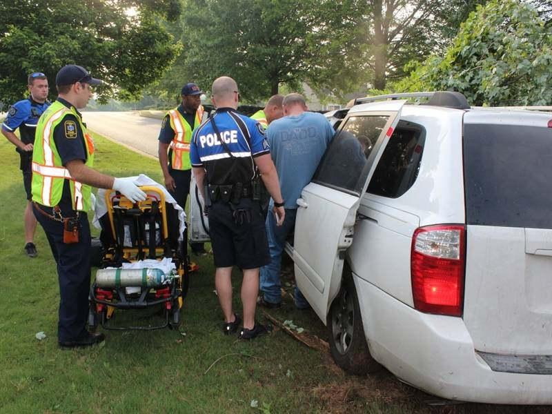 Woman Injured When SUV Crashes Into Tree In Canton-2