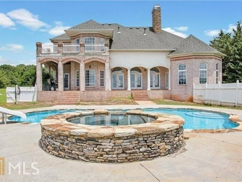 WOW House: In-Ground Pool, Trash Compactor, Hot Tub