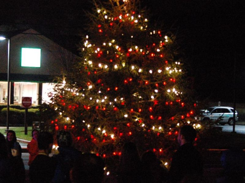 manchester sets tree lighting invites holiday decoration contest registrations