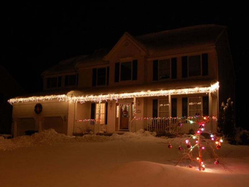 Brick Recreation Holding Holiday Home Decorating Contest