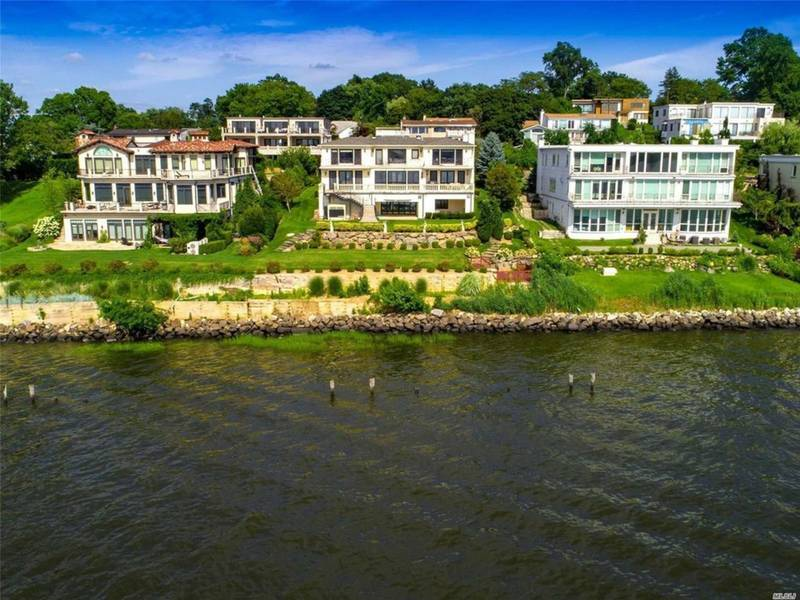Wow House 6 9m Waterfront Mansion With Indoor Pool