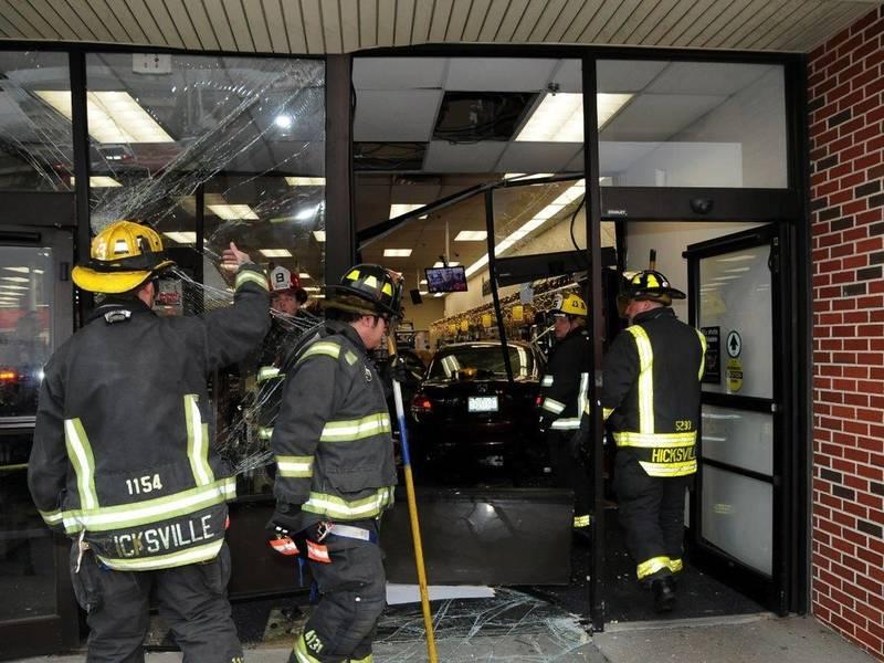 car crashes into hicksville cvs  runs over  u0026 39 santa u0026 39