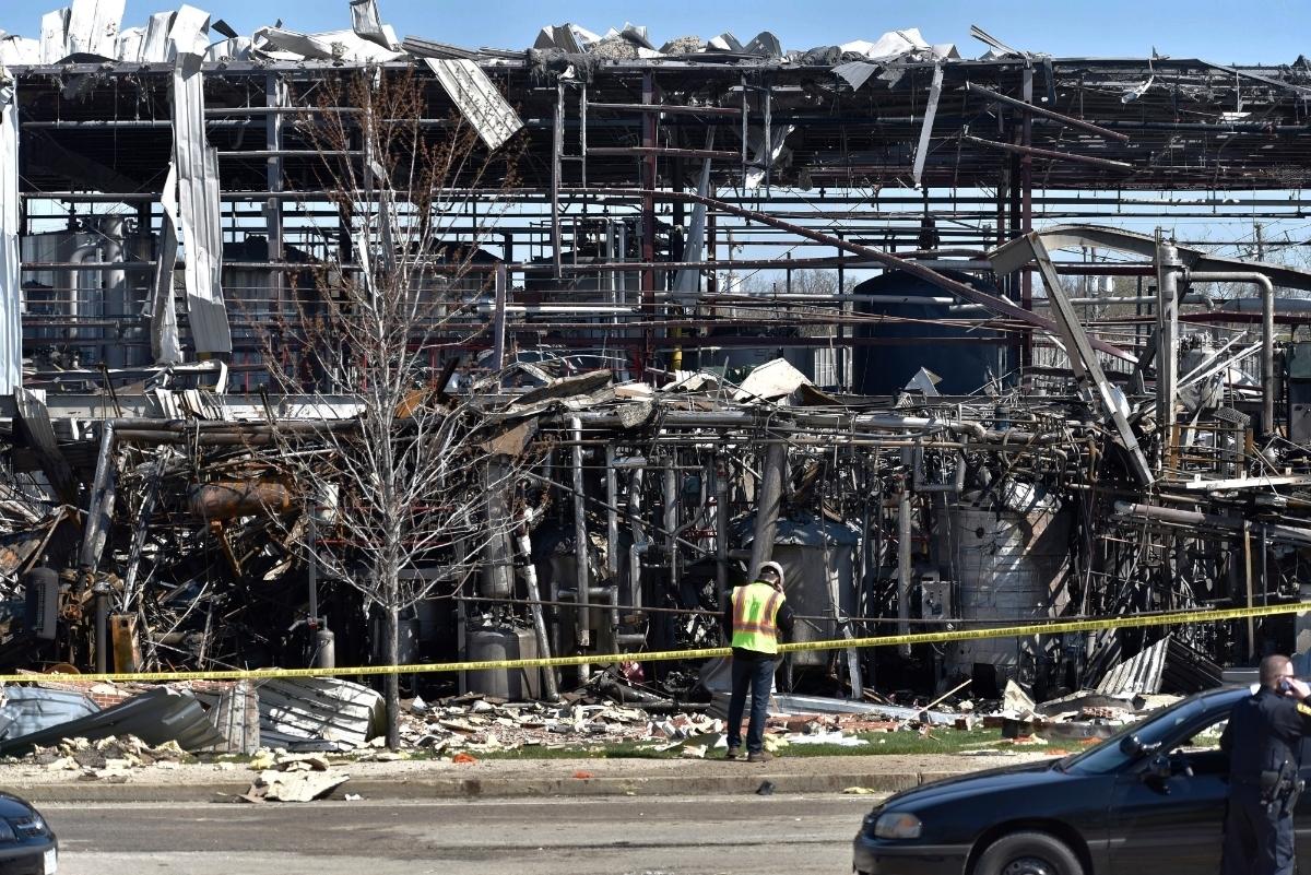 3 dead in waukegan explosion  1 worker still missing