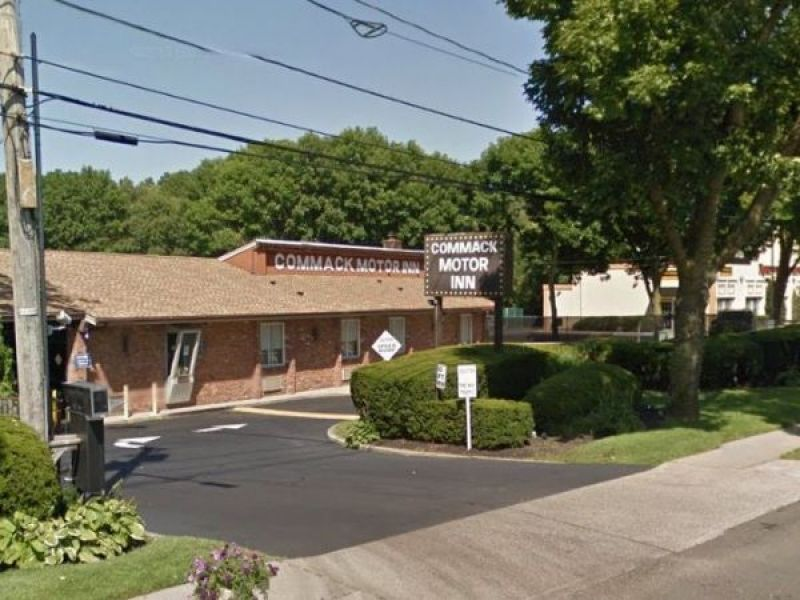 Police id pair found dead in murder suicide at long island for Queens motor inn new york