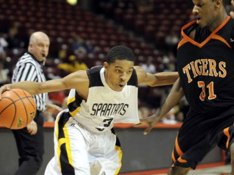 Tyler Ulis  Jersey Will Be Retired at Marian Catholic  a50a1a428
