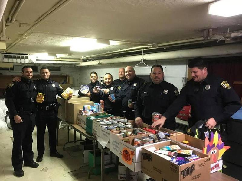 Belleville Schools Cops Woman S Club Make Thanksgiving