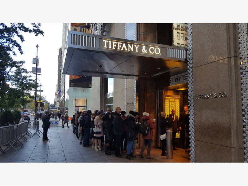 Fans Line Up To Eat Breakfast At Tiffany S Midtown Manhattan Ny