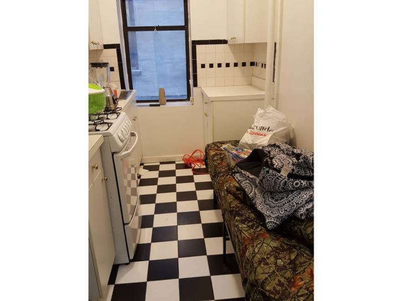 Man converted hell 39 s kitchen apartment into illegal hotels for Hell s kitchen nyc apartments