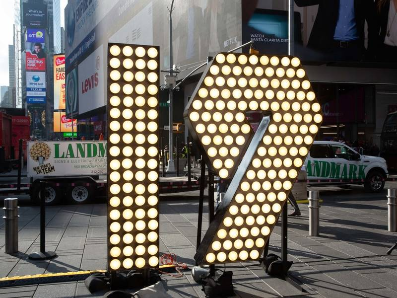 New Year's Eve 2019 Sign Arrives In Times Square | Midtown ...