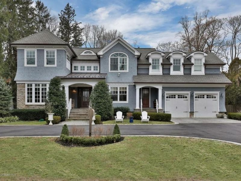 Homes for sale in middletown and nearby monmouth county for Home builders guide