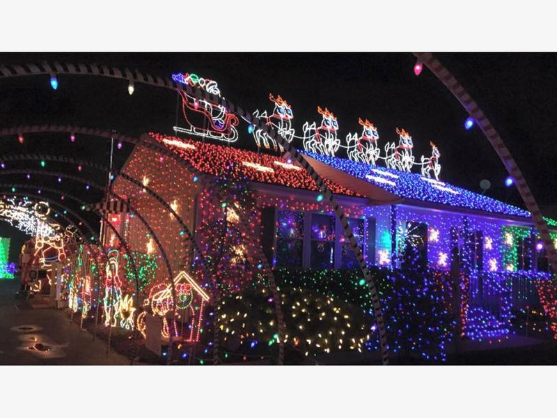 Old Bridge Residents Complain About Neighbor\'s Christmas Lights ...