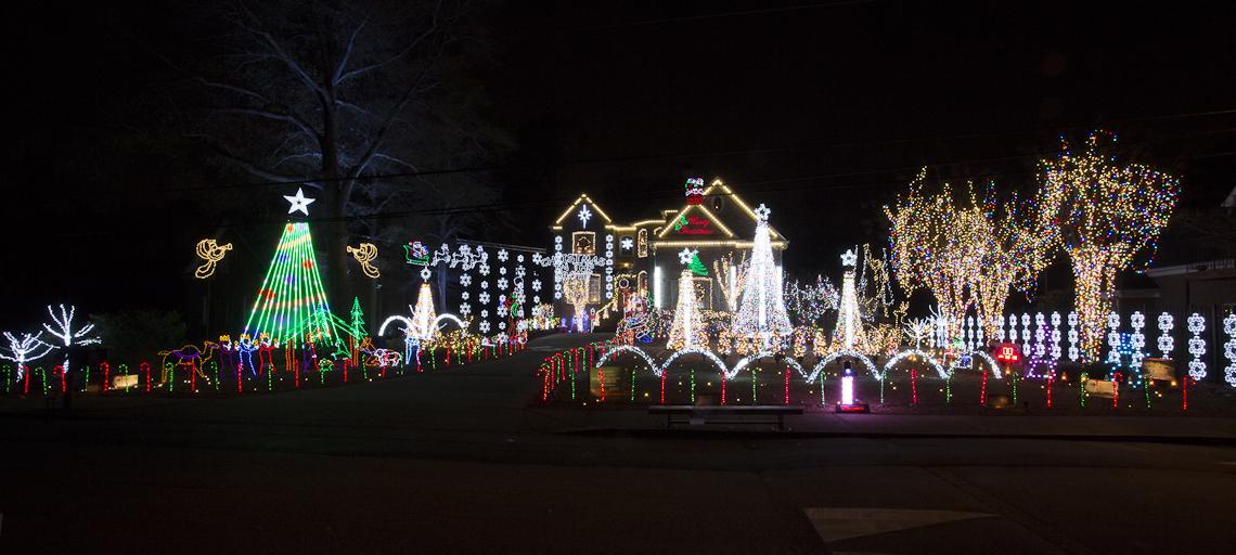 224 Oliver Overlook, Dallas (Felix Family Christmas Lights)